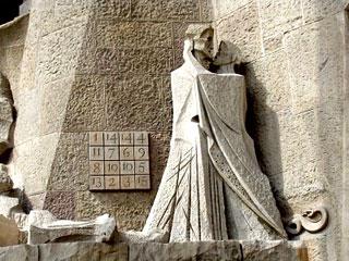 Cuadrado mágico en el templo de la Sagrada Familia, de Gaudí